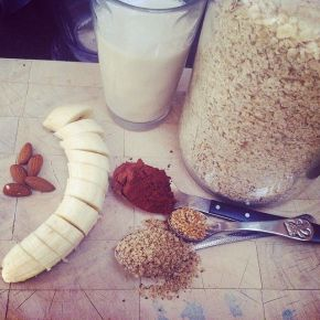 What's for breakfast? Yummy protein and oat shakes that are so full of goodness that's what!